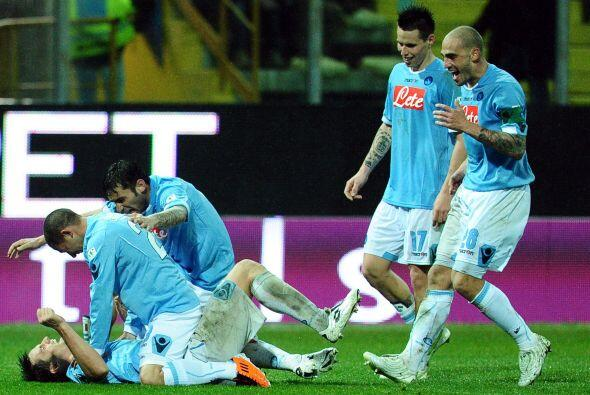 ¿Les parece que los jugadores del Napoli están jugando a hacerle 'bolita...