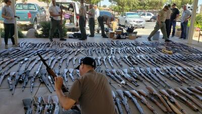 Lo arrestaron tras descubrir que tenía un arsenal en su casa: más de 500 armas