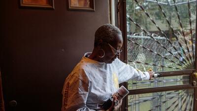 Adrienne Stokes, de 58 años, residente por mucho tiempo del vecindario h...