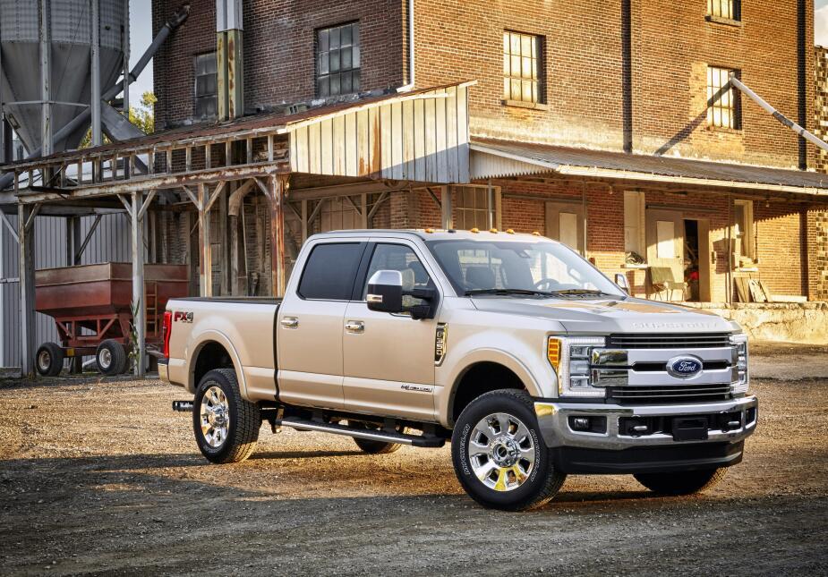 Un siglo de pickups Ford 2017-Ford-F-350-KingRanch_5533_HR.jpg