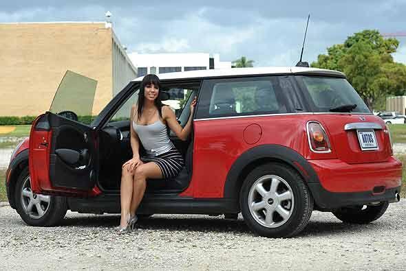 De todas formas ella se sintió más cómoda cuando se subió al auto.
