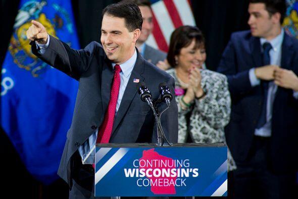 El republicano Scott Walker celebra su triunfo en la gubernatura de Wisc...