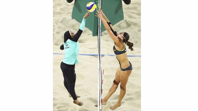 Un contraste cultural se vivió en la arena del voleibol de playa