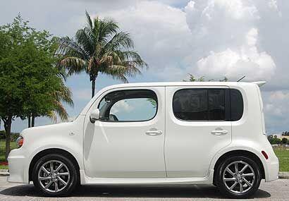 El Nissan cube es un auto diferente a todos los que hay en la calle, la...
