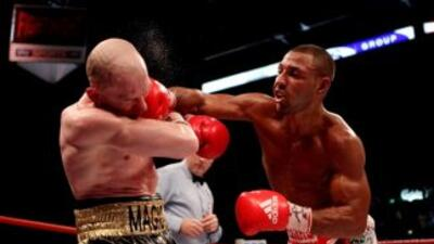 Kell Brook golpeó a placer a Matthew Hatton.