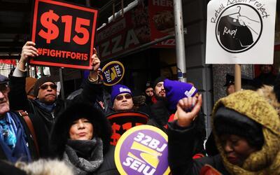 Trabajadores en una protesta en Nueva York.