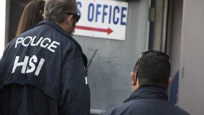 Agentes de ICE cumplieron con 122 avisos de inspección en negocio...