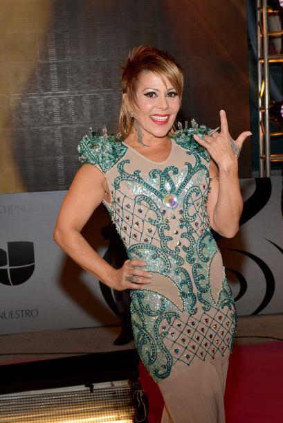 Alejandra Guzmán llegó con este vestido decorado con detalles verdes.