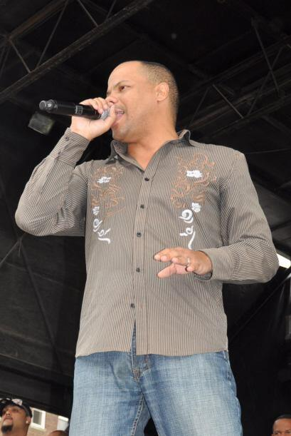 Raúl Acosta, líder de la agrupación usó su carisma y picardia para motiv...