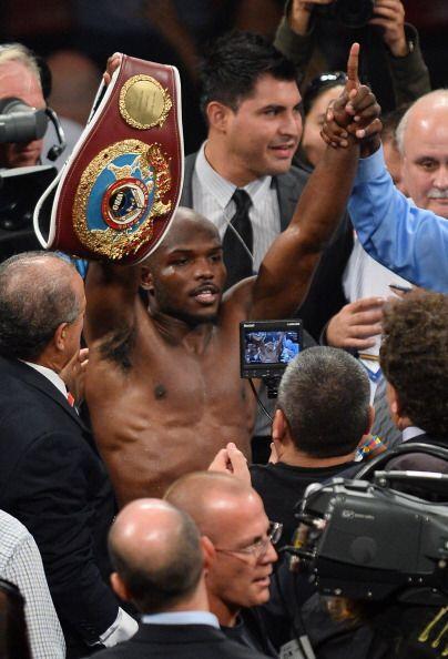Bradley retuvo el título, conservó el invicto y en Las Vegas ya suena un...
