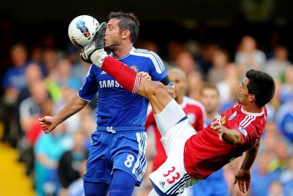 Y a Frank Lampard le pusieron la marca de los zapatos bien clara.