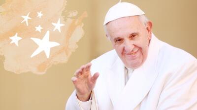 El Papa Francisco saludando