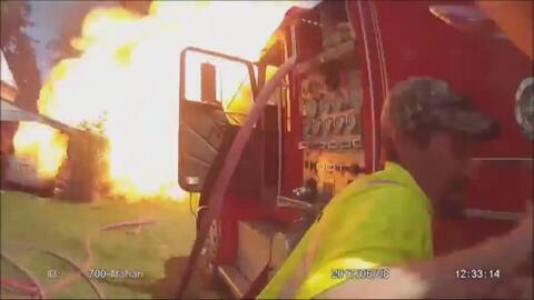 En video: Intentaban apagar un incendio cuando explotó un tanque de propano