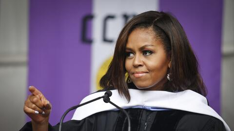 La ex primera dama Michelle Obama mientras daba un discurso en el City C...
