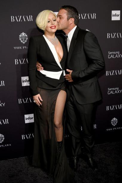 ¡La cantante se comprometió con el actor Taylor Kinney el pasado 14 de f...
