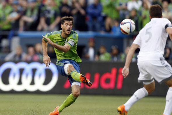 BRAD EVANS (USA)   El lateral y capitán de los Seattle Sounders jugó la...