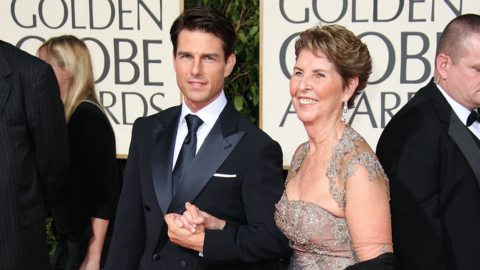Tom Cruise y su madre Mary Lee South en la alfombra roja de los Globos d...