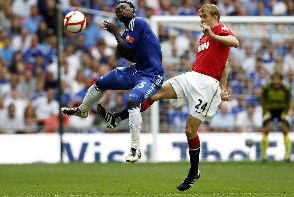 Chelsea se volcó al frente, aunque la defensa del United lucía impasable.