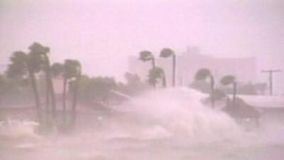 Huracán golpea las costas de Florida.