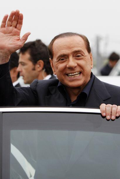 Italia: El polémico Primer Ministro Silvio Berlusconi utiliza nada menos...