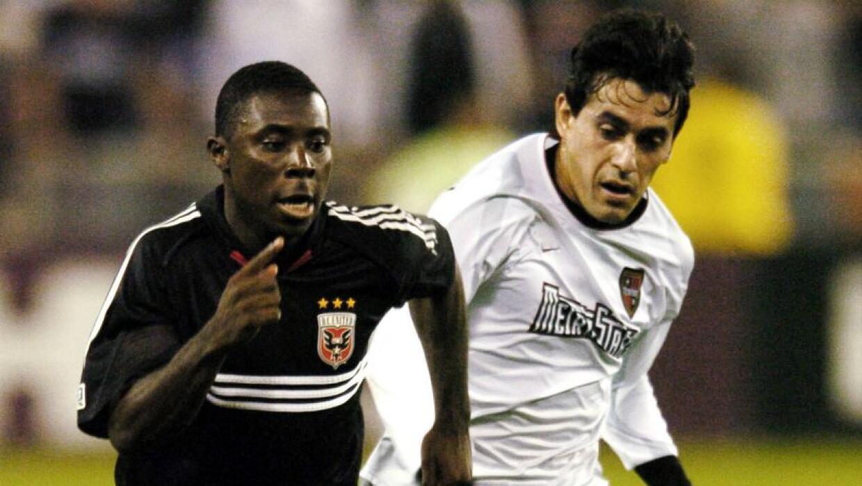 Freddy Adu, D.C. United, y Sergio Galván Rey, MetroStars 2004
