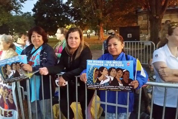 Estas mujeres viajaron desde Pennsylvania para ver a Francisco. (Foto po...