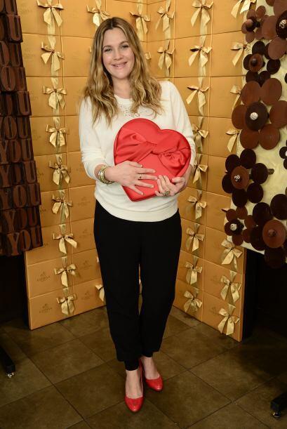 Después de sus calzas deportivas, Drew Barrymore adora sus 'flats' rojiz...