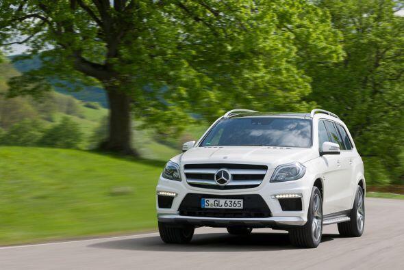 Mercedes-Benz GL63 AMG     Motor V8 Bi-Turbo 5.5 Lts.   Potencia 557HP...