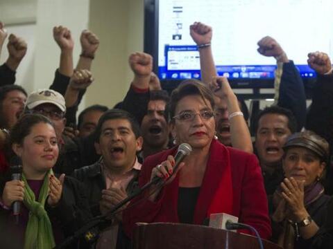 La candidata del partido Libertad y Refundación Xiomara Castro, d...