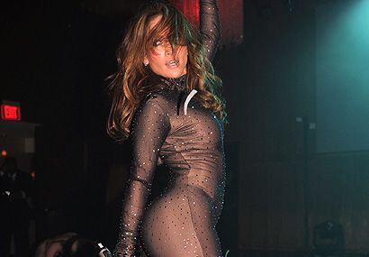 El espectáculo de J-Lo incluyó cambio de vestuario y un adelanto de su n...