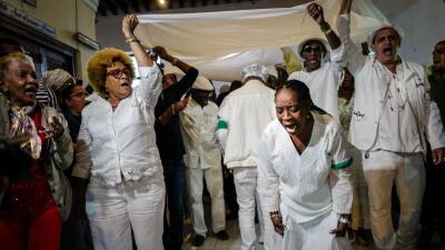 Los santeros cubanos anuncian sus predicciones para 2018 en una ceremoni...