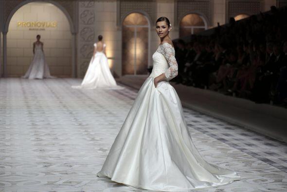 El tono marfil lució en más de un modelo, el clásico blanco no fue el pr...