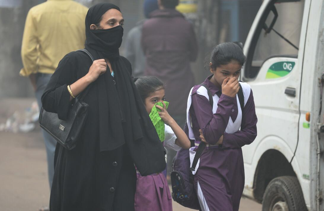 La contaminación del aire asfixia a Nueva Delhi 9gettyimages-871511296.jpg