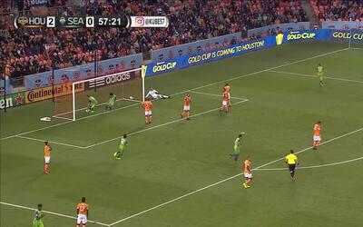 Clint Dempsey volvió a la competencia con gol tras superar problemas car...