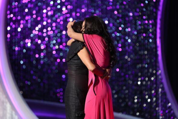 Su madre apareció en el escenario y las lágrimas de felicidad  de Nabila...