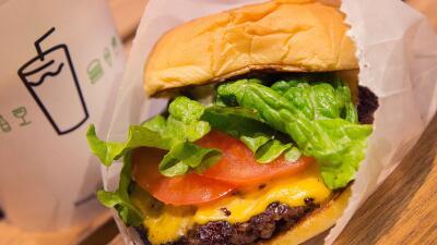 ¿Cuál es tu cadena de hamburguesa favorita? Búscala en esta lista y mira qué calificación recibió su carne