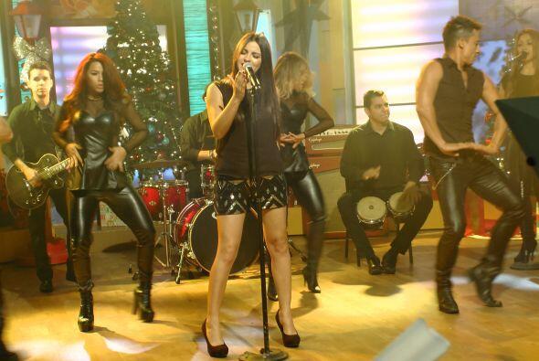 La guapa cantante interpretó su más reciente sencillo, 'Vas a querer vol...