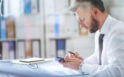 Dependencia del teléfono celular no es 'nada inteligente', dice investig...