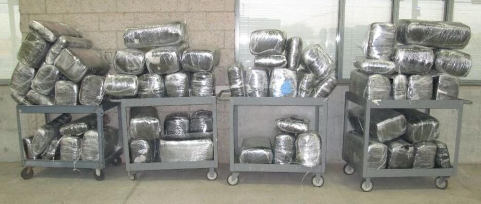 Dentro de un camión, agentes aduanales en Calexico encontraron 1,142 lib...