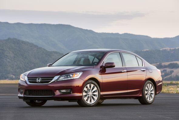 9- Honda Accord: Unidades vendidas: 27,251; Precio: $22,105 a $33,630; C...