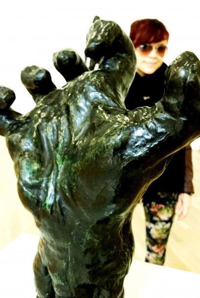 Wow, necesito una mano así de firme para poder alcanzar mis sueños.