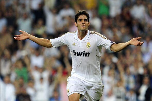 Kaká sacó un potente disparo de zurda que terminó siendo inatajable para...