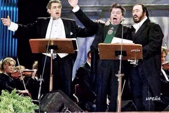 Cantando como uno de los Tres Tenores. Mira aquí los videos m&aac...
