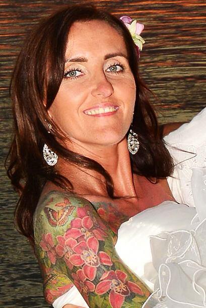 Un tatuaje de amor es el que se hizo esta chica en honor a su compromiso...