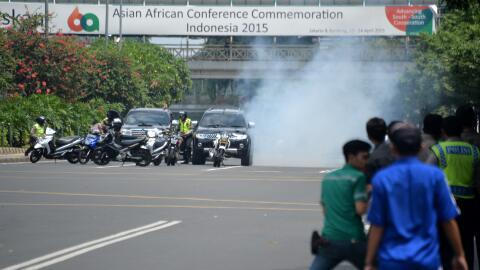 Arrestan a tres sospechosos vinculados a ataques terroristas en Indonesi...