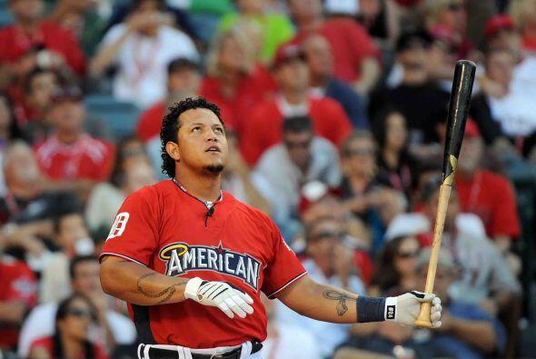 El venezolano Miguel Cabrera de los Tigers de Detroit terminó con...