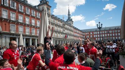 'Invasión alemana' en la Plaza Mayor en España antes del Bayern-Real Madrid de Champions