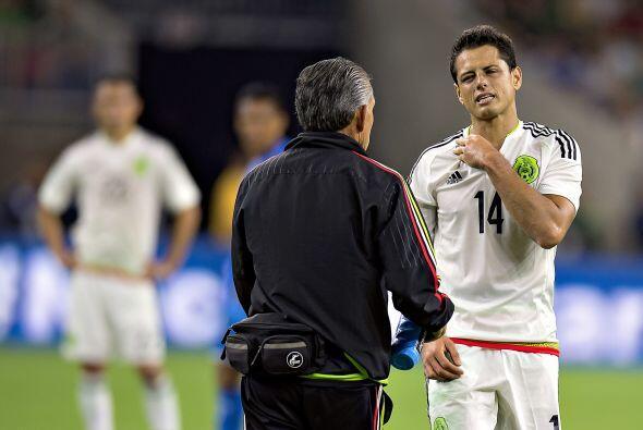 """7     Javier """"Chicharito"""" Hernández cumplía una buena labor al frente de..."""