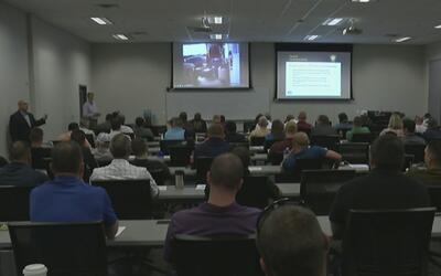Oficiales de Fort Worth entrenan con técnicas especiales para situacione...