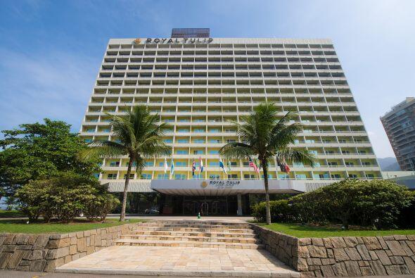 Situeado a las orillas del mar, el hotel cuenta con todos los lujos y co...